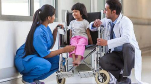 Cómo hacer más fácil y llevadera la estancia de un niño en el hospital