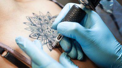 ¿Puedo hacerme un tatuaje si estoy embarazada?