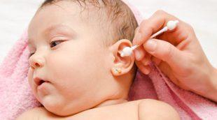 Cómo limpiar las orejas y oídos de un bebé