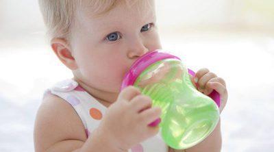 ¿Cuándo empezar a dar agua a un bebé y por qué no antes?