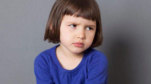 Mi hijo se golpea cuando se enfada, ¿cómo ayudarle a que deje de hacerlo?