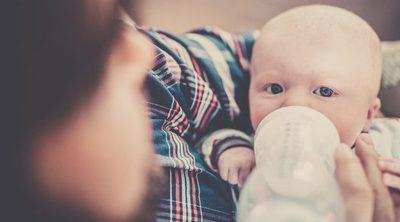 ¿Puedo mezclar diferentes tipos de leche para el bebé?