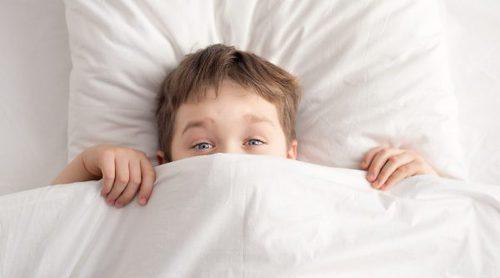 Cómo ayudar a los niños a levantarse por la mañana si les cuesta