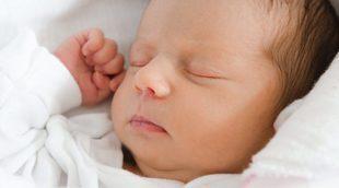 ¿Cuántas horas debe dormir un bebé recién nacido?