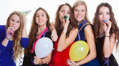 ¿A qué edad puedo dejar a mis hijos adolescentes salir en Nochevieja?
