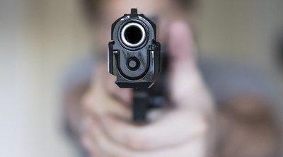 Cómo hablar con tus hijos pequeños sobre las armas de fuego