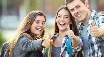Si tienes un hijo adolescente popular: controla su vida social