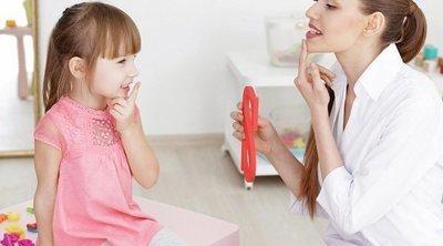 Ayuda a tu hijo a hablar en un tono más suave