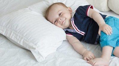 ¿Es peligroso que los bebés duerman con la almohada?