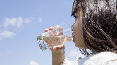 Cuánta agua deben beber los niños