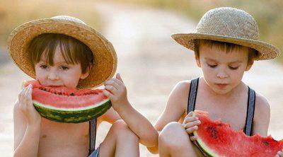 10 alimentos imprescindibles para los niños en verano