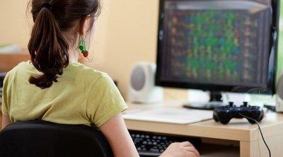 Los peligros para los niños de fijar la vista en la pantalla