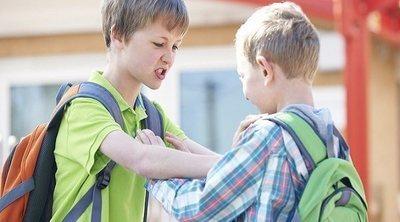 Qué hacer si han expulsado de la escuela a tu hijo por pegar
