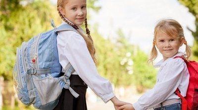 ¿Pesa demasiado la mochila escolar de tu hijo?