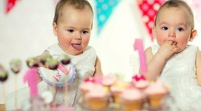 ¿Es posible que hermanos gemelos tengan padres diferentes?
