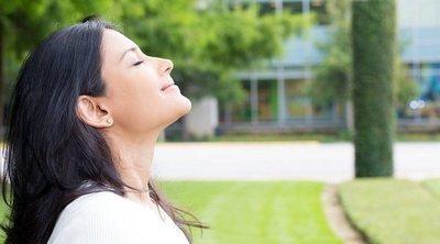 Por qué es buena idea hacer yoga prenatal