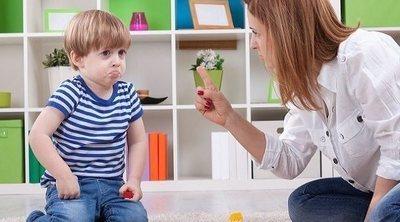 Por qué tu hijo de dos años se ríe cuando le estás riñendo, ¿se burla de ti?