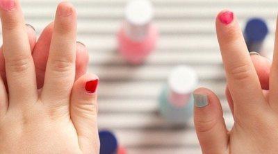 Mi hijo quiere pintarse las uñas, ¿le dejo?