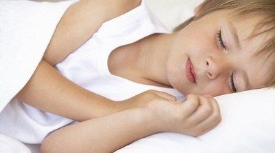 A qué hora deben irse los niños a dormir según su edad