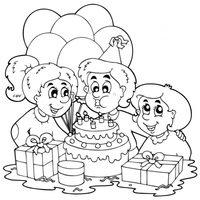 Soplando las velas de cumpleaños