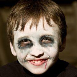 Maquillaje de muerto viviente de Halloween