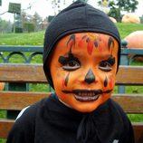 Maquillaje naranja para bebés de Halloween