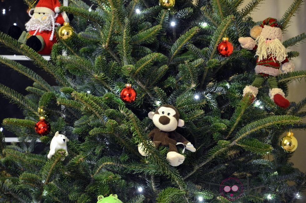 Rbol de navidad decorado con mu ecos de tela ideas para - Arboles de navidad decorados 2013 ...