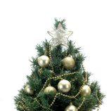 Árbol de Navidad decorado en color dorado