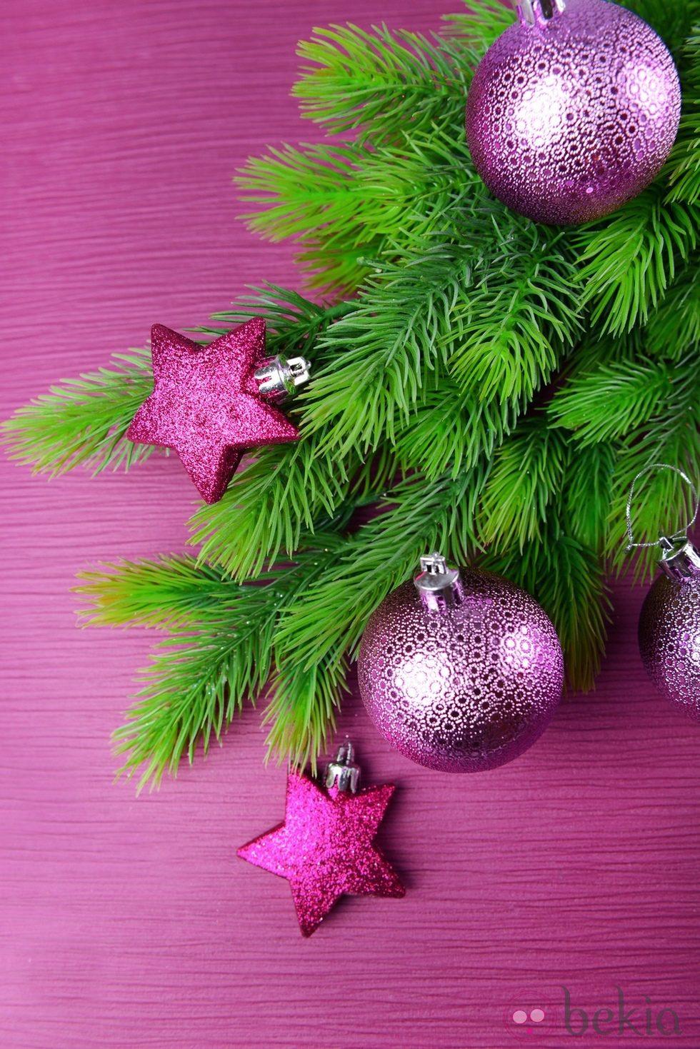 Rbol de navidad con decoraci n en color morado ideas - Arboles de navidad colores ...