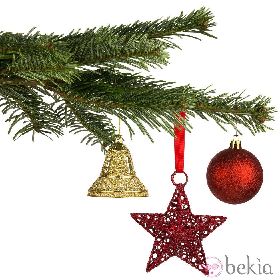 Rbol de navidad con figuras en color rojo y dorado ideas - Arbol de navidad dorado ...
